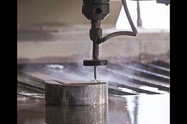 Máquina de corte Waterjet do CNC do corte do jato de água do CNC para cortar o aço - granito - plástico